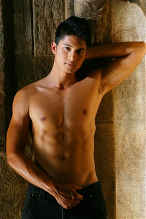 Mikael Daez Naked Photo