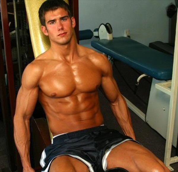 Парни в спортивках мускулистые